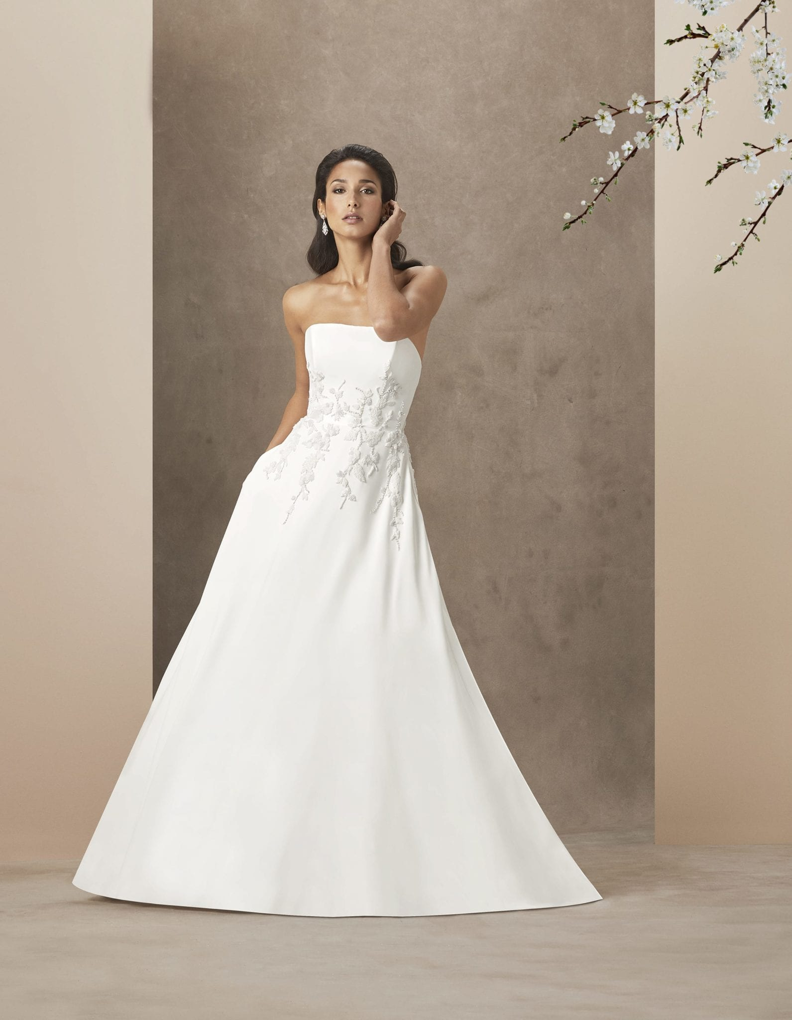 Do you entrust your bridal gown experience to an independent boutique? Click to read more about our tips on how to shop at a wedding dress sample sale.
